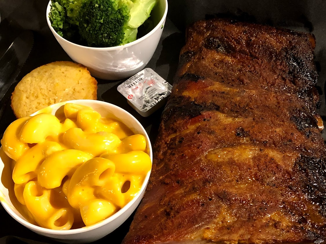 rack of ribs with broccoli and macaroni and cheese
